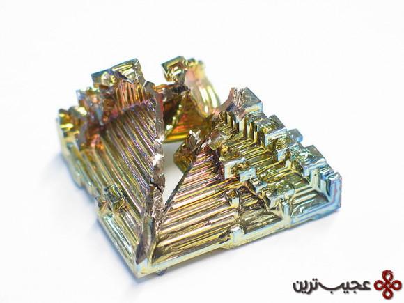800px-Bismuth_crystal_macro