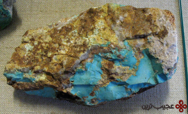 800px-Turquoise_with_quartz