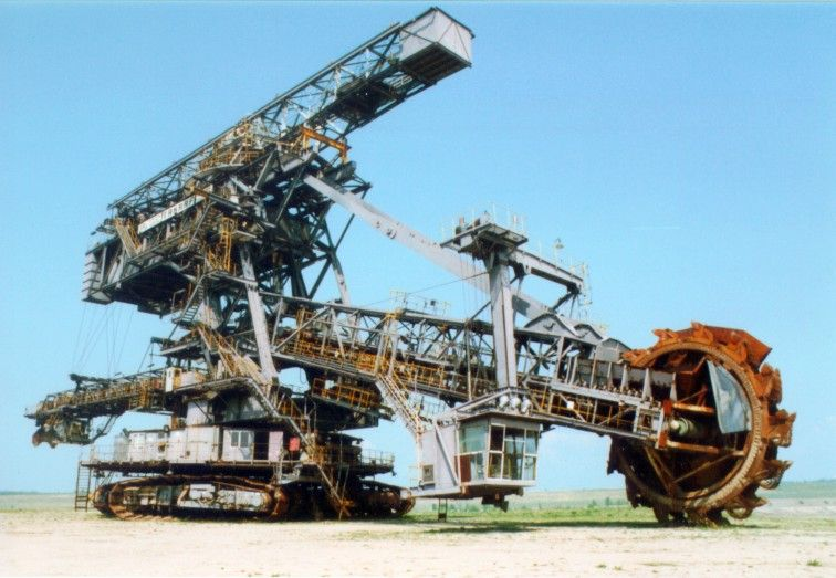 Cover-Bucket_wheel_excavator_in_Ferropolis