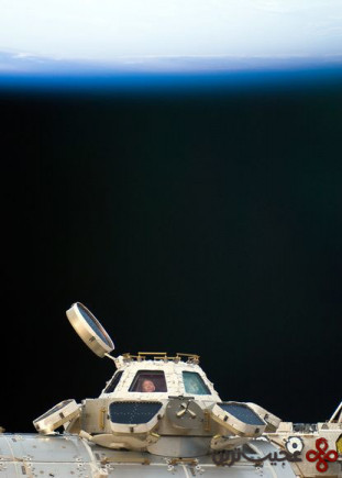 space162-astronaut-window-space-station-iss