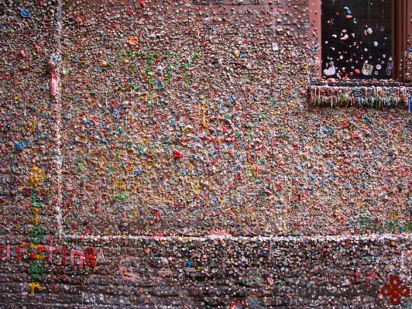 دیوار آدامسی (1)