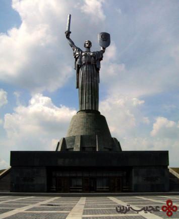 مجسمه سرزمین مادری