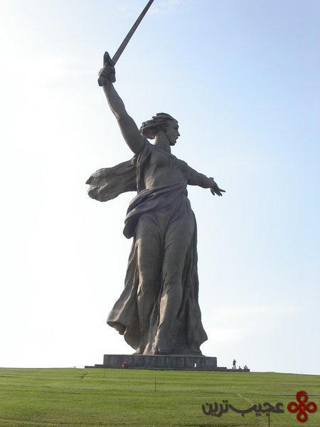 مجسمه-ندای-سرزمین-مادری