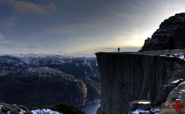 the preikestolen cliff
