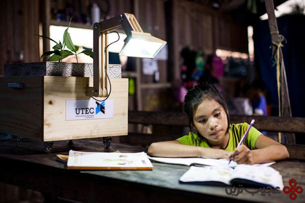 plant-powered-lamps-light-up-a-peruvian
