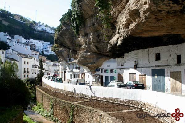 setenil de las bodegas a city under a rock
