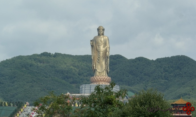 بودای معبد بهار (۱۵۳ متر)