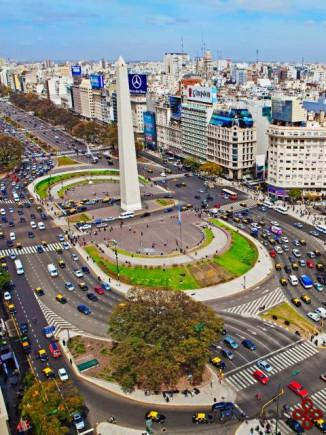 خیابان نهم جولای در بوئنوس آیرس؛ آرژانتین