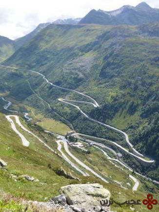 گذرگاه گریمزل در کوههای آلپ سوئیس