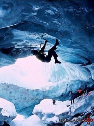 یخنوردی در آبشارهای منجند هملکن در کانادا