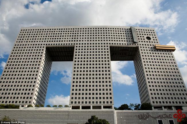 آسمانخراش فیل در تایلند۱