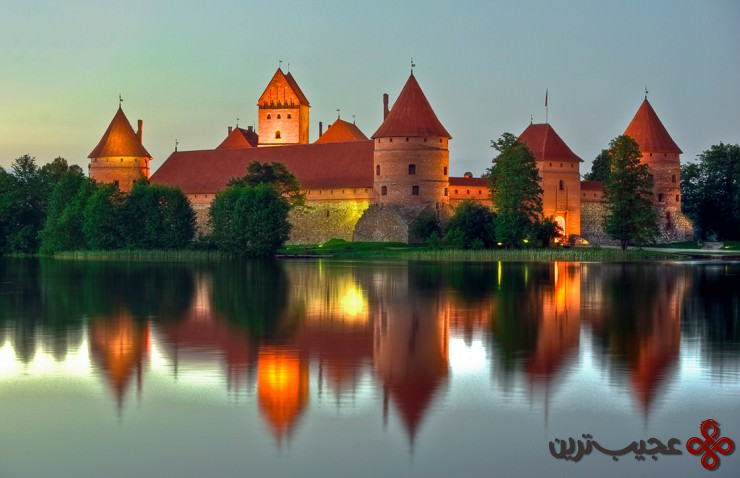 10 قلعهٔ جزیرهٔ تِراکای (trakai castle)، لیتوانی