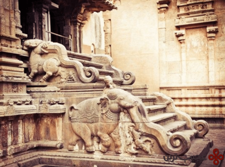 8 brihadeeswarar temple