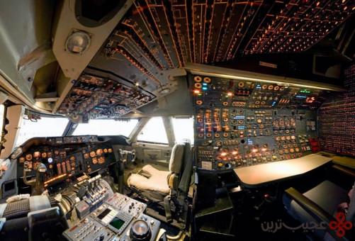 ۳۵۰ دکمه، عقربه ولامپ در اتاقک گیجکنندهی خلبان آن وجود دارد