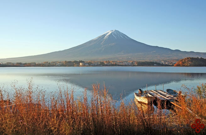 the lake side view of mountain fuji, japan