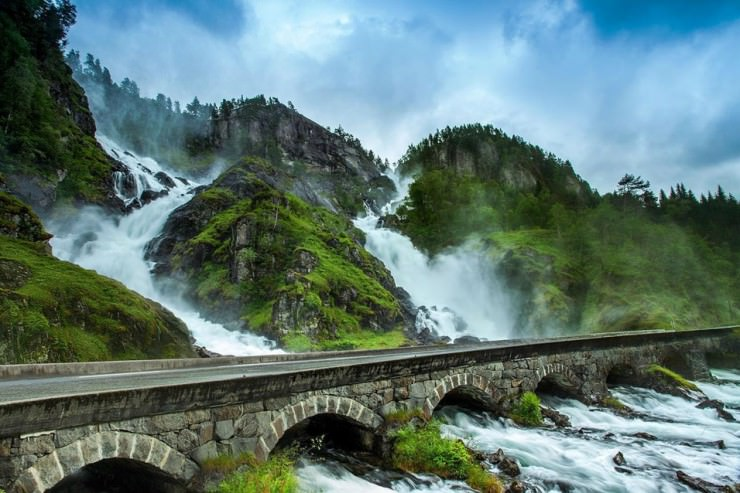 låtefossen waterfall, norway1