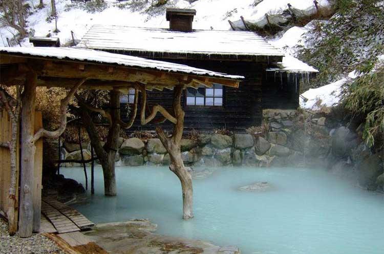 tsurunoyu hot spring, japan