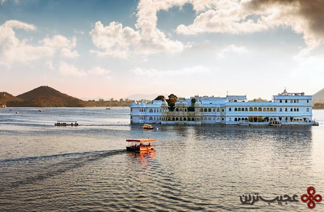 lake pichola and taj lake palace in udaipur india