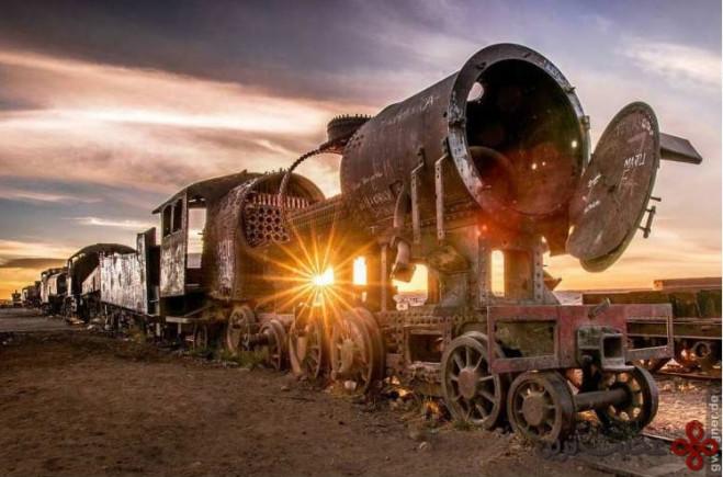 قبرستان قطارها، اویونی، بولیوی (the train graveyard, uyuni, bolivia)1