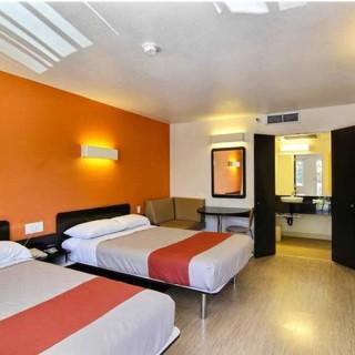 هتل ۶ نورس لیک، رونوک