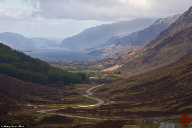 a832 through glen docherty؛ وستر روس، اسکاتلند