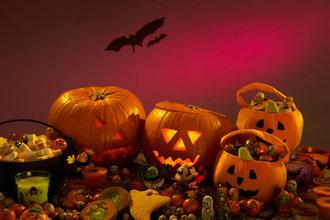 عکس کاور با ۱۳ خرافات و رسم و رسوم هالووینی و داستان آنها آشنا شوید!