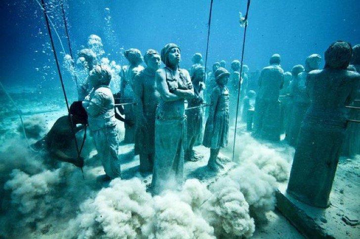 ۱۲ مورد شگفتانگیز که شاید در زیر آب دریا پیدا کنید!