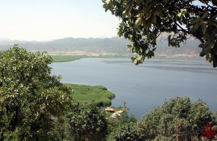 دریاچهٔ زریوار (زریبار)