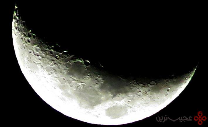 نیمهی تاریک ماه