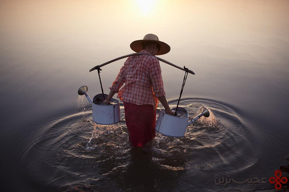 فردی در آب