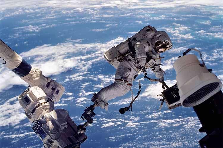 عکس کاور فضانورد