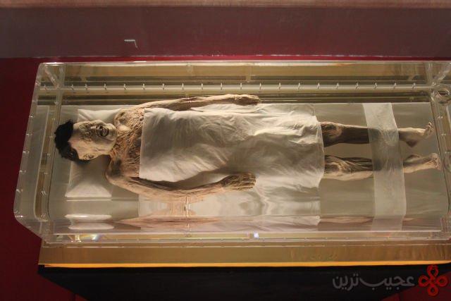 ۱ حدود ۲۰۰۰ سال از مرگ این فرد می گذرد
